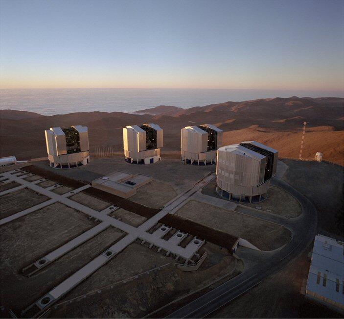 Dört bağımsız teleskoptan oluşan VLT, enterfrometre olarak da kullanılabiliyor [Wikipedia].