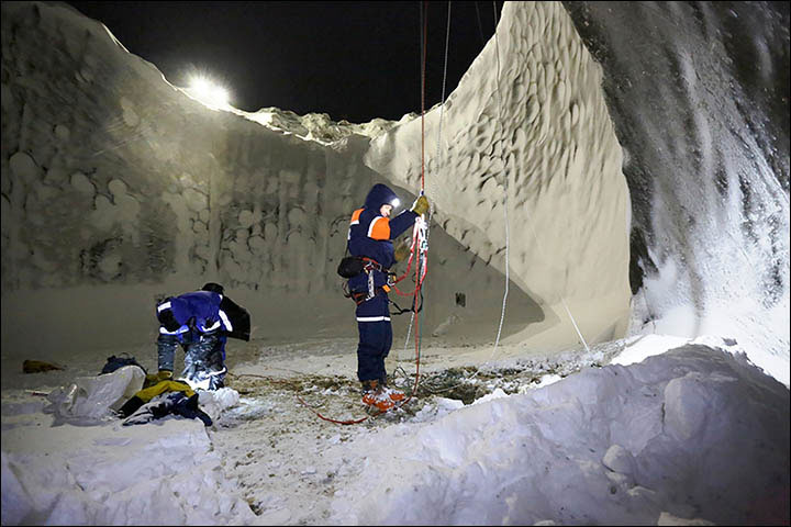 Yamal çukuruna en son keşif görevi Rus Arktik Keşif Merkezi tarafından Kasım 2014'te yapıldı. [Vladimir Pushkarev]