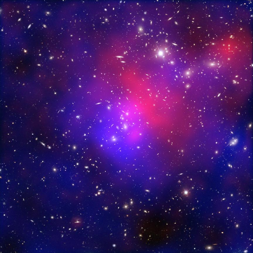Abell 2744 galaksi kümesine ait Hubble fotoğrafında, büyük kısmı karanlık madde tarafından oluşturulan madde yoğunluğu görülüyor. [NASA]