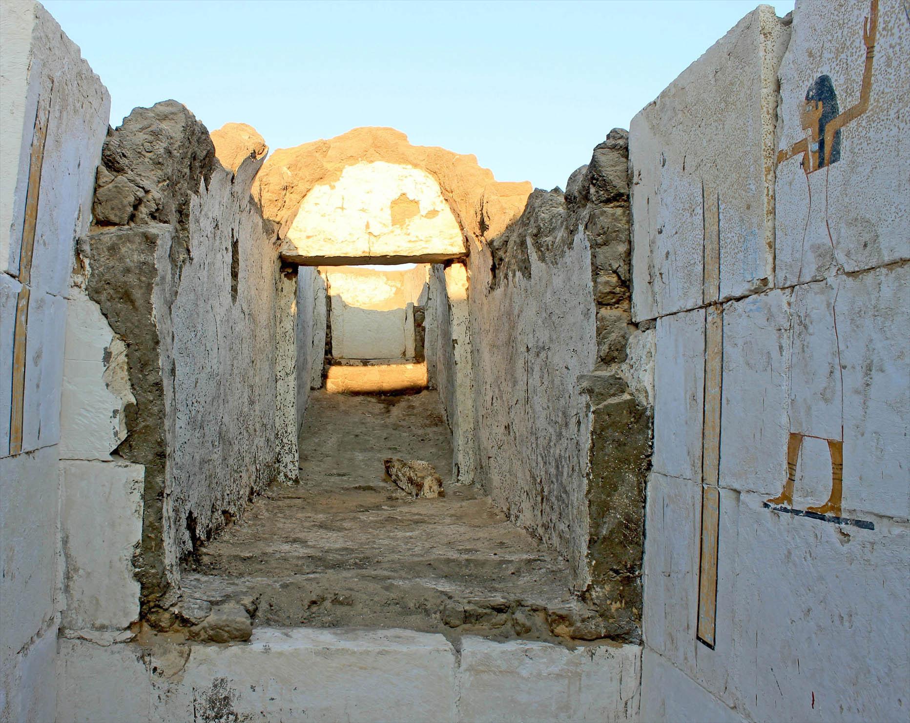 Senebkay'ın yağmalanan mezarına ait bir görüntü. [Josef Wegner]
