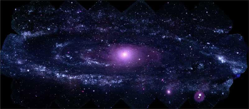 NASA'nın Swift uzay aracındaki morötesi optik teleskop ile elde edilen 330 fotoğrafla oluşturulan Andromeda Galaksisi fotoğrafı. [NASA/Swift/Stefan Immler, Erin Grand]