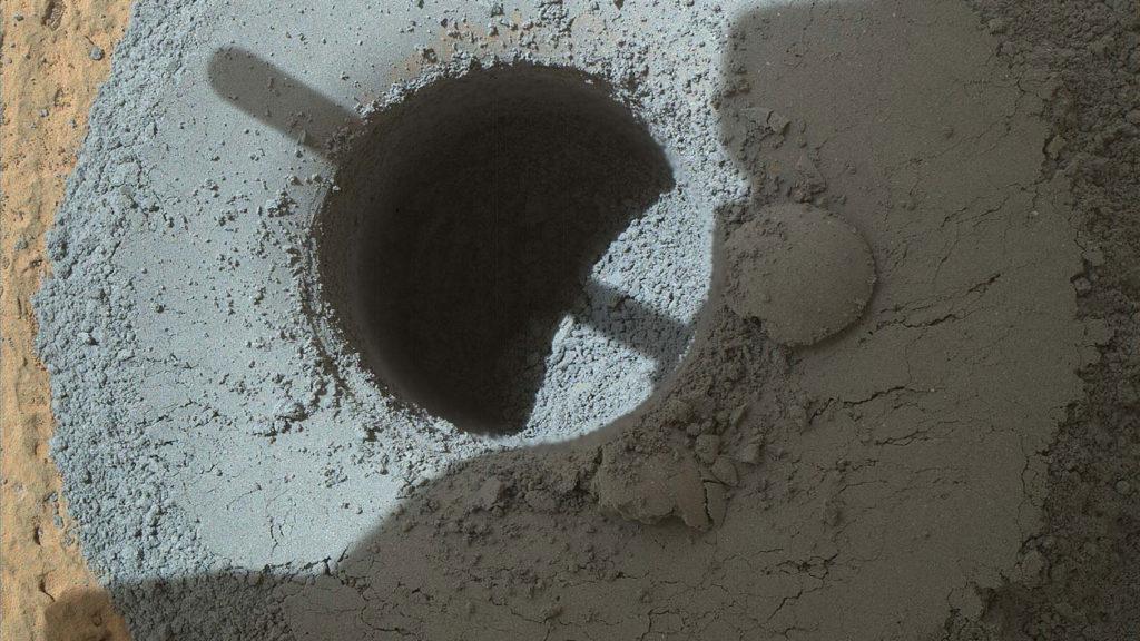 Telegraph Zirvesi'nde yapılan sondajın fotoğrafı. [NASA/JPL-Caltech/MSSS]
