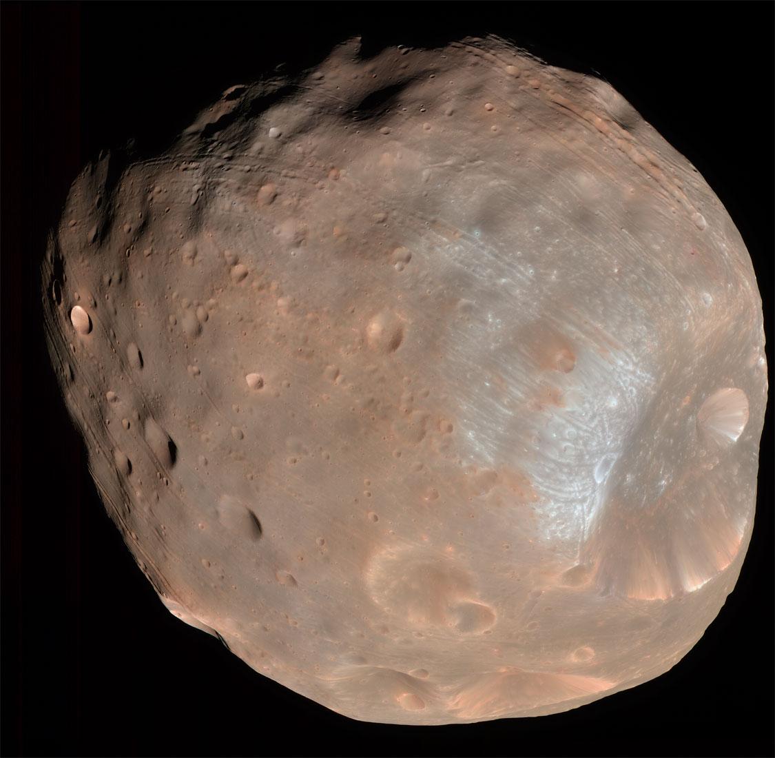 Mars Yörünge Kaşifi (MRO) tarafından 6,800 km mesafeden çekilen Phobos fotoğrafı. [NASA]