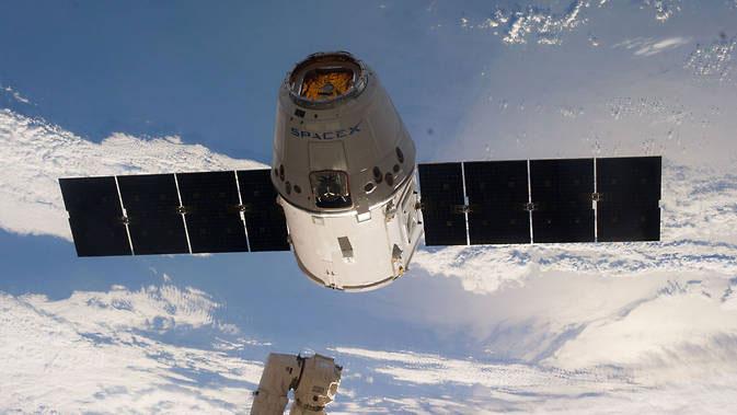 Dragon'un 2014'teki bir görevde UUİ'den ayrıldıktan sonra çekilen fotoğrafı. [NASA]