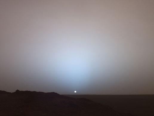 Opportunity'nin ikizi Spirit'in 19 Kasım 2005'te görüntülediği günbatımı. [NASA]