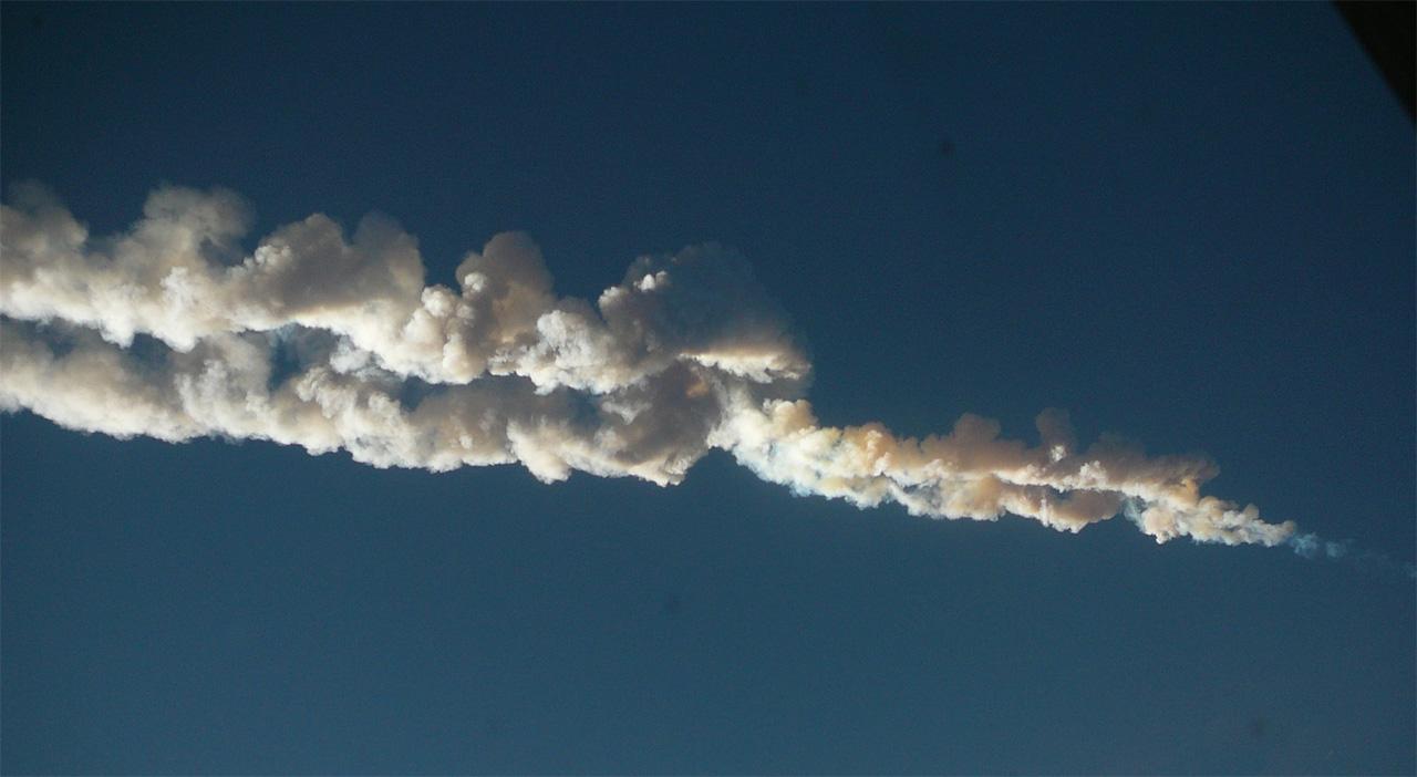 Çelyabinsk meteorunun geride bıraktığı iz. [Wikipedia]