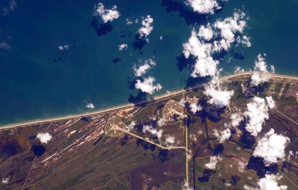 Astronot Scott Kelly, UUİ'den Falcon 9'un ateşlendiği Cape Canaveral'ı görüntüledi. [Twitter]