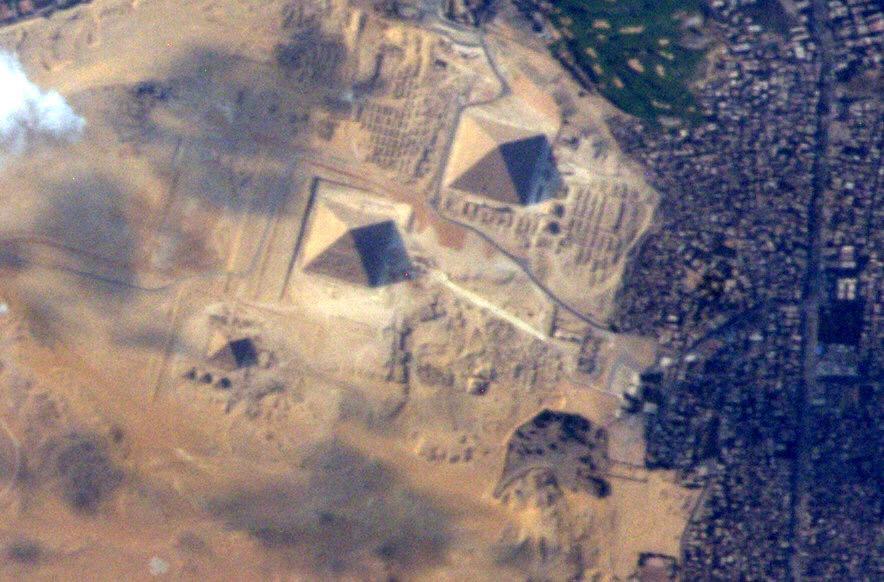 Astronot Terry Virts, Gize Piramitleri'ni uzaydaki 200'üncü ve son gününde fotoğrafladı. [NASA]