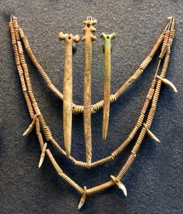 St. Petersburg, Hermitage Müzesi'nde sergilenen Yamnaya mücevheri. [Wikipeadia]