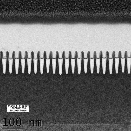 IBM 7nm devre transistörleri. Bir DNA sarmalı yaklaşık 2,5 nm, bir kırmızı kan hücresi ise 7,500 nm çapında. [IBM]