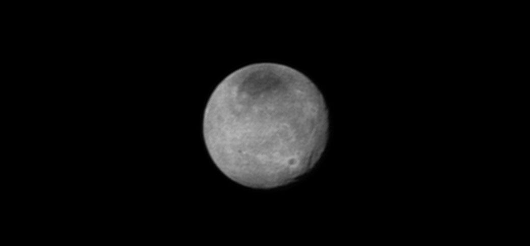 Charon'un 12 Temmuz'da 2,5 milyon kilometre mesafeden çekilen fotoğrafı. [NASA]