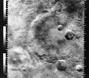 Mariner-4 ile çekilen görüntülerden biri. [NASA]