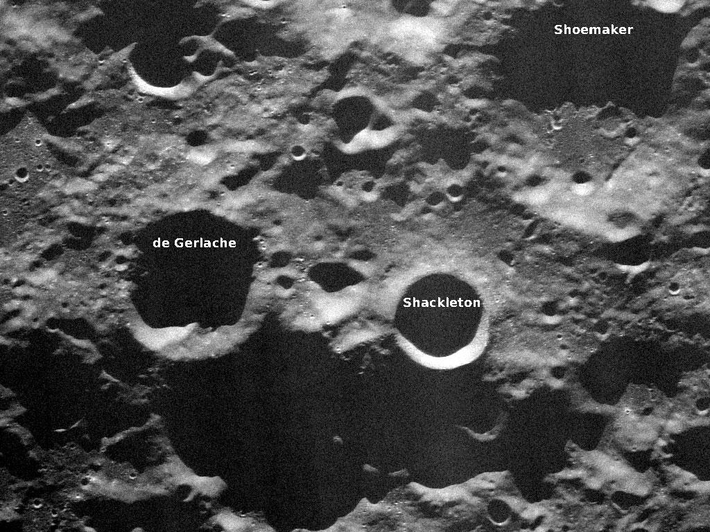 Shackleton Krateri muntazan bir daire görünümünde. [Wikipedia]