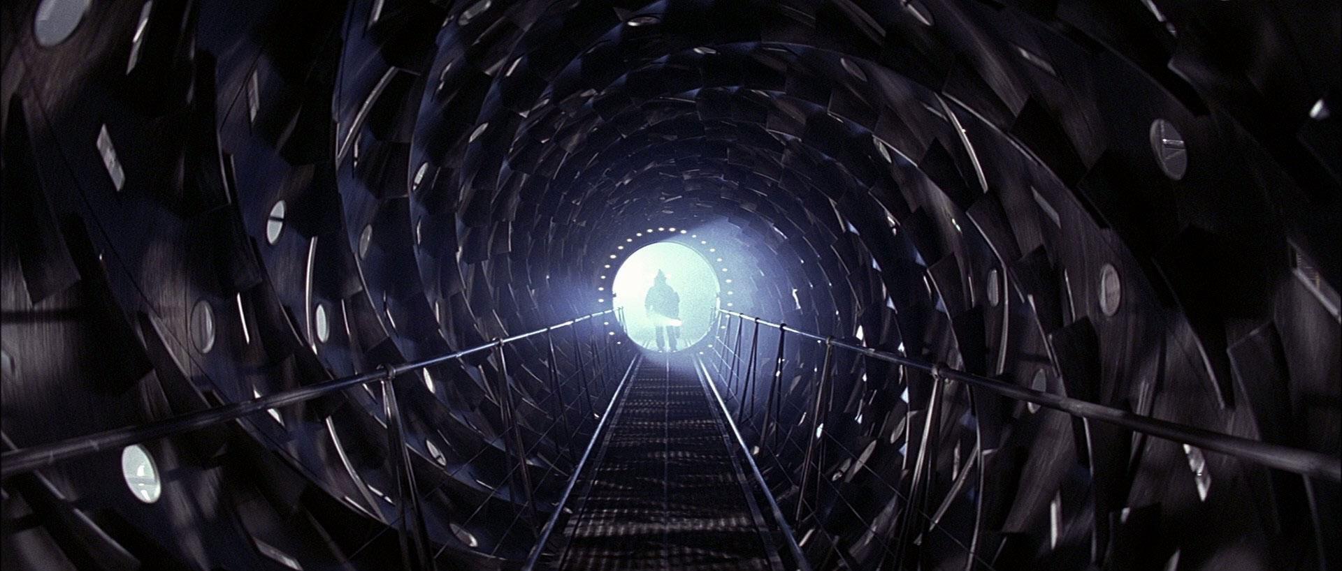 Event Horizon filmini hala izlemediyseniz lütfen önünüzdeki masaya kafa atın. Hak ettiniz.