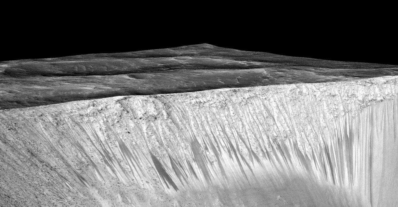 Garni kraterinde tespit edilen akıntılar MRO'nun HiRISE kamerasıyla görüntülendi. [NASA]