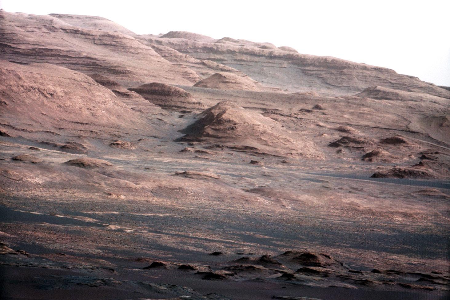 Curiosity gözünden bir gün yeşile dönecek Mars manzarası. [NASA]