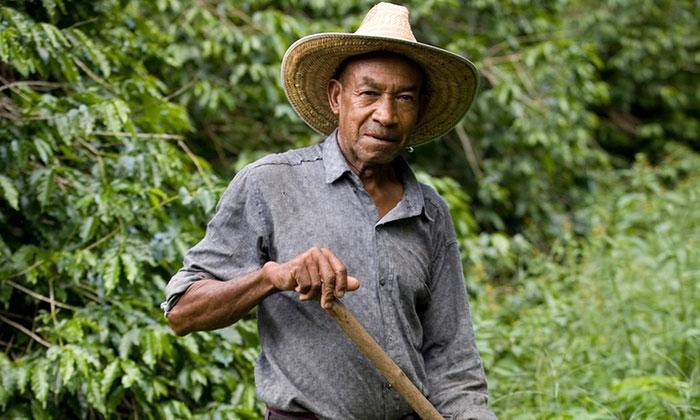 Çiftçi Cartolos, Escobar'ın neden olduğu zararları yıllar sonra az da olsa onarmanın imkanını sundu.