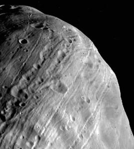 Viking-1 tarafından çekilen Phobos görüntüsü. [NASA]