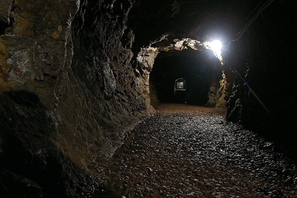 Nazilerin esaretini hatırlayan karanlık bir tünel. [Wikipedia]