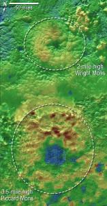 Wright ve Picard Mons dağları. [NASA]