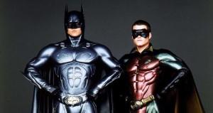 Batman Forever'da sağdaki Robin'e bakınca Leonardo DiCaprio'nun rolü neden geri çevirdiğini anlamak pek de zor değil.