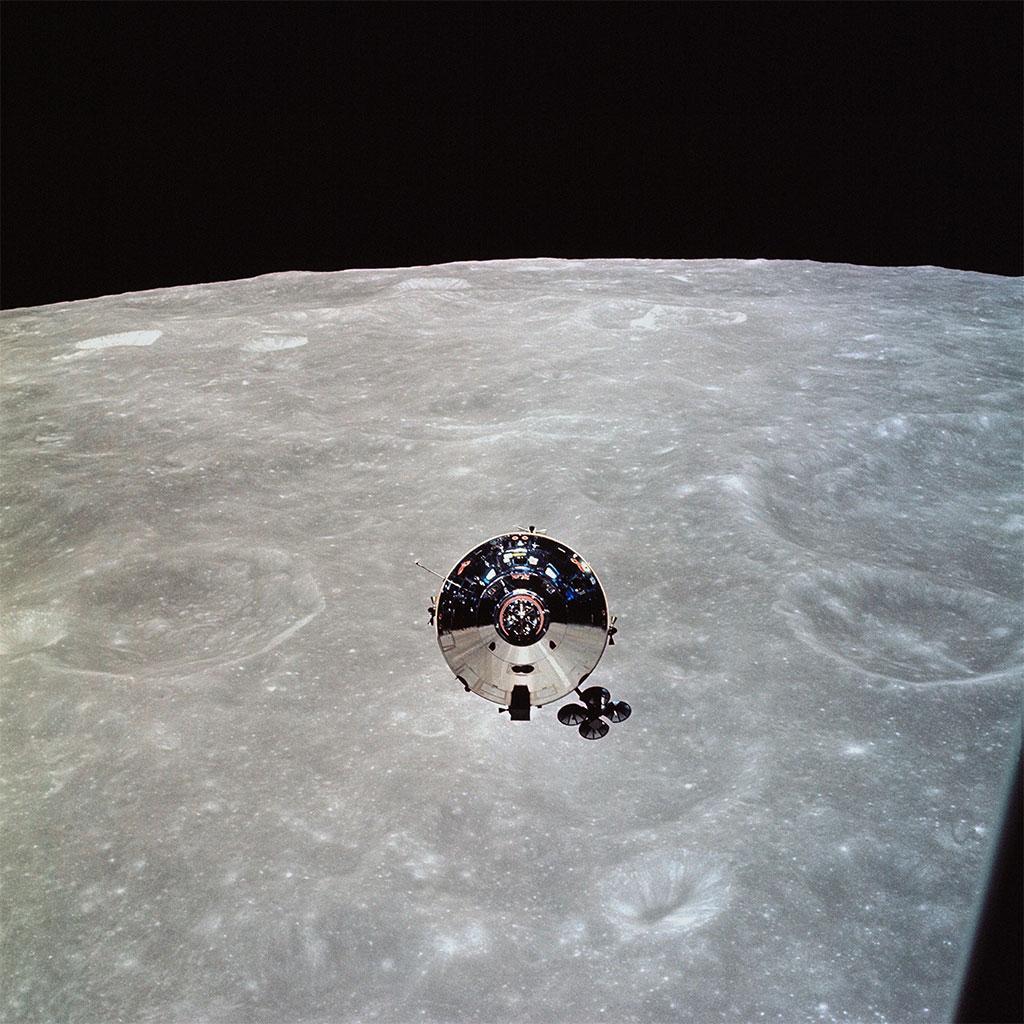 Apollo 10 kumanda modülü Charlie Brown, Ay yörüngesinde görülüyor. [NASA]