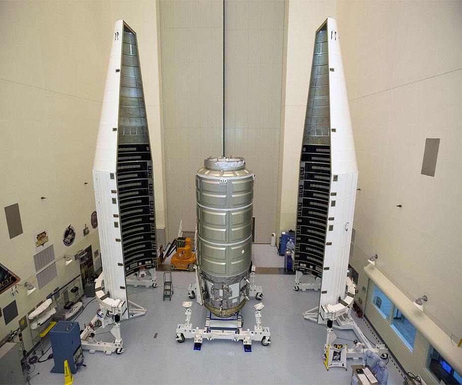 Cygnus, geçtiğimiz yıl Atlas V roketiyle yapılacak ateşleme için hazırlanırken. [NASA]