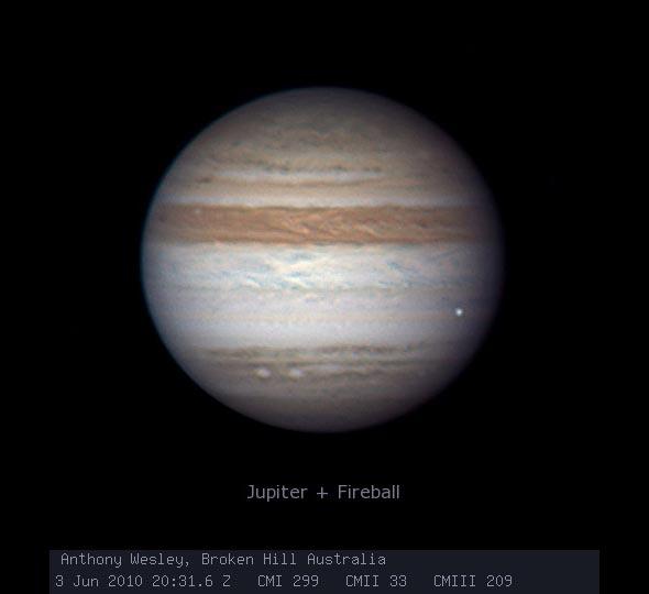 Jüpiter'de 2010 yılında yaşanan patlama anı. [Anthony Wesley]