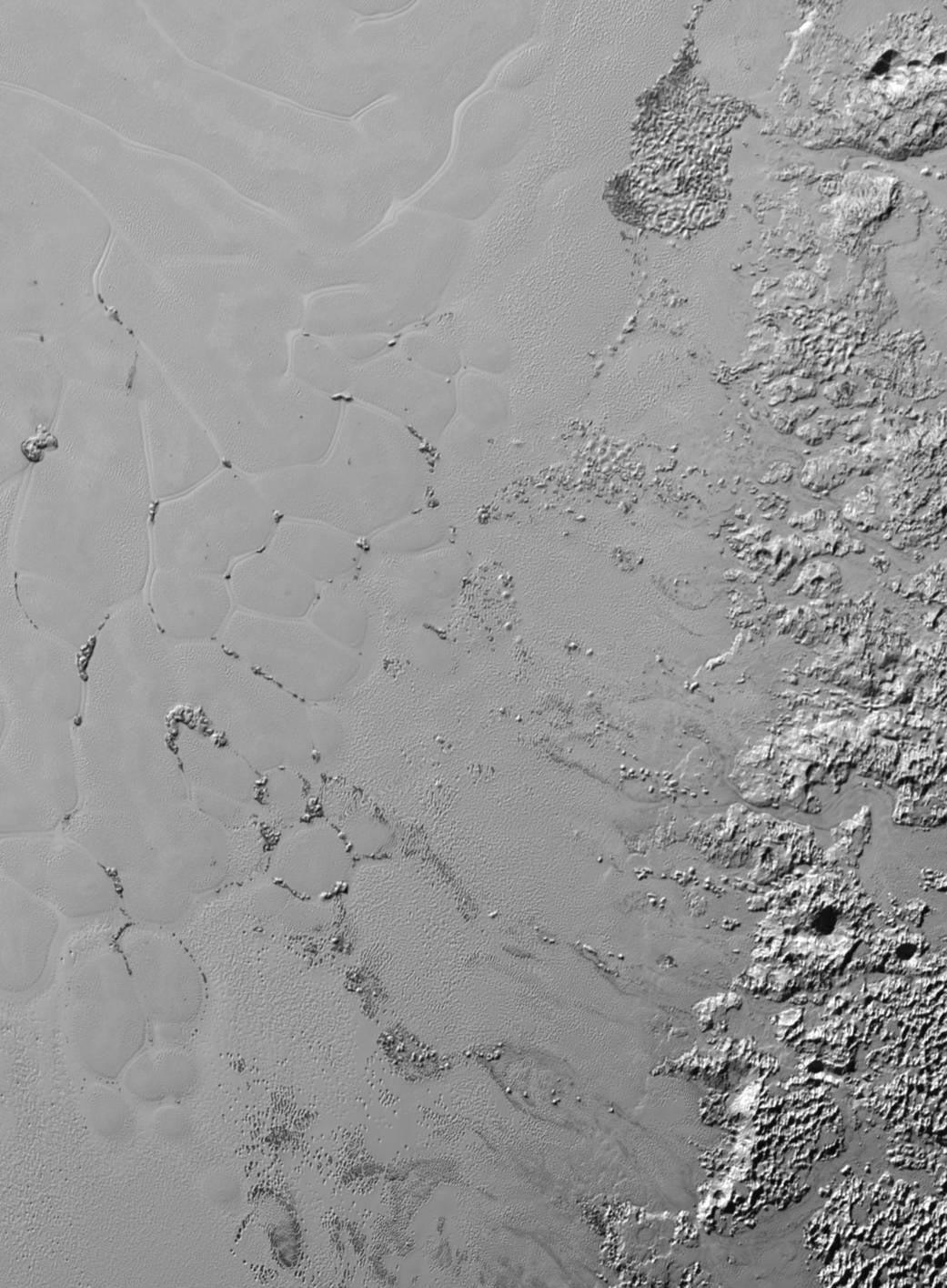 Sputnik Planum'daki düzlüklerde aktif olan buzul düzlük ve yapılar. [NASA]
