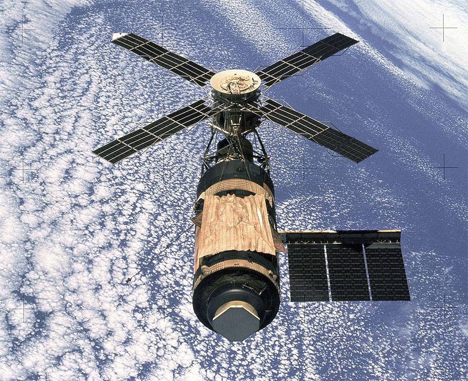 Skylab uzay istasyonu son mürettebatın ayrılışının ardından böyle görüntülenmişti. [Wikipedia]