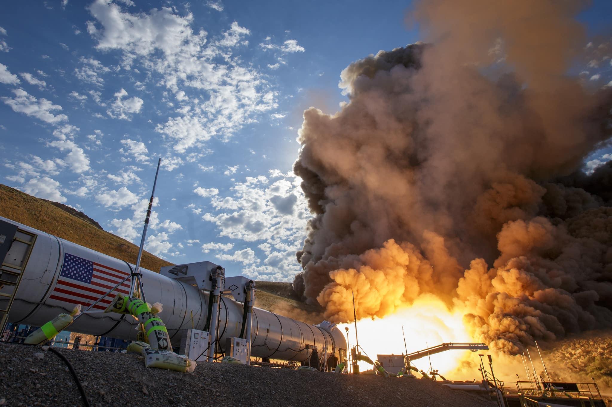 SLS roketinin Haziran ayında gerçekleştirilen QM-2 motor testinden bir kare. [NASA/MSFC]
