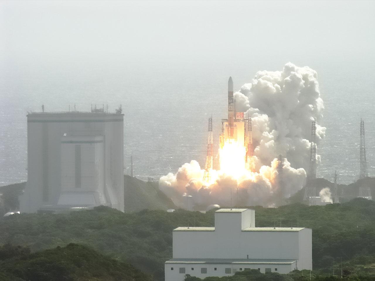 Kaguya'nın H-IIA roketiyle Tanegashima Uzay Üssü'nden ateşlenmesi. [JAXA]