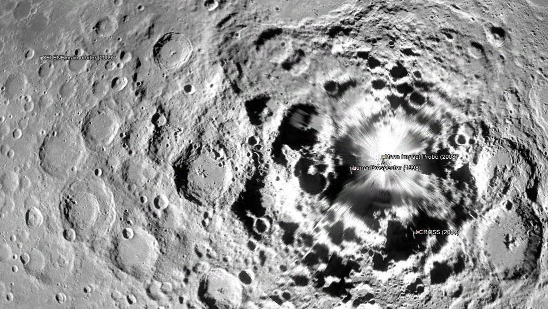 Ay'ın güney kutbuna çakılan uyduların yerleri. Kaguya sol tarafta. [Wikipedia]